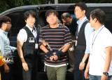 윤소하 소포 협박범, 영장심사 출석…옆에선 대진연 회원들 피켓 시위