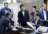 日 화이트 국가 배제 결정한 날 태극기 달고 나온 김현종