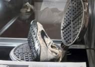 [서소문사진관]와플기계로 밑창 찍은 나이키 운동화, 5억 낙찰