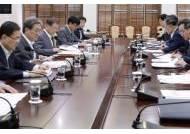 초기엔 우왕좌왕…정부는 친기업, 기업은 탈일본 대응 나서