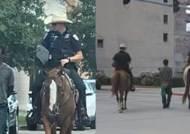 말 탄 美백인경찰이 흑인 밧줄 묶고 끌고가···노예제 연상 충격