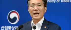 한국도 <!HS>화이트국<!HE>서 일본 배제 맞불… 협상 여지는 남겨놨다