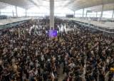 [속보] 시위대 점거로 폐쇄됐던 홍콩 공항 운영 재개