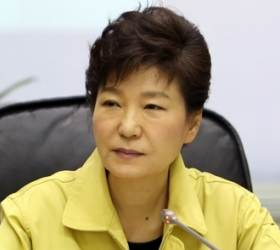 """<!HS>세월호<!HE> 밀회? 비애감 느껴""···전 靑비서관이 전한 朴의 발언"