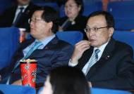 조국은 주전장과 김복동, 이해찬은 봉오동전투… 여권 '극일 영화' 관람 줄이어