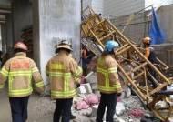 [속보]속초 공사장 15층서 승강기 추락… 3명 사망·2명 부상