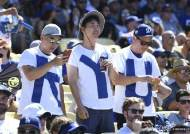 MLB도 주목한 'RYU' 티셔츠 입은 한국 팬
