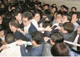 '개점 휴업' 패스트트랙 수사…경찰, 한국당 <!HS>의원<!HE>에 '체포영장' 카드 꺼낼까