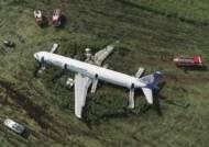 230명 러 여객기 '옥수수밭 기적'…비상착륙했는데 사망 0명