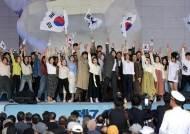 """""""이순신 12척""""→""""일본과 기꺼이 손 잡을 것"""" 대일 수위 조절"""