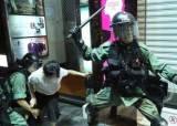 """""""대륙말 쓰는 경찰, ZG 번호판 車…중국군 이미 <!HS>홍콩<!HE>진압 투입됐다"""""""