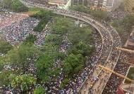 [르포]중국군 개입 압박 뚫고···홍콩 시위대 빗속 비폭력 행진