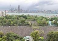 중국군 코앞…홍콩 170만명 폭우 속 비폭력 시위