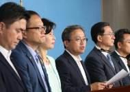 """조국 긴급회의서 엄호 결의한 與, 일각에선 """"국민 눈높이에 안 맞으면 사과부터"""""""