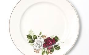식탁 위로 꽃무늬가 돌아왔다