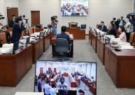 [사진] 조국 공방 벌인 국회 교육위