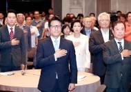 """""""중도세력 중심 보수 신당을"""" vs """"큰집 한국당 중심 뭉치자"""""""