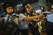 홍콩 경찰, 시위대 향해 첫 실탄 쐈다···공중에 1발 경고사격