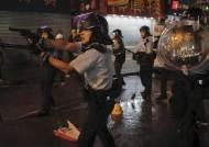 최루탄·물대포에 처음 실탄도 쐈다…최악 치닫는 홍콩 사태