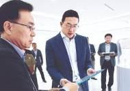"""구광모, LG화학연구원 찾아 """"도전적 R&D에 집중하자"""""""
