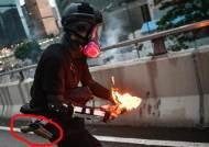 화염병 던진 시위대 허리에 권총이···홍콩 경찰 위장 논란