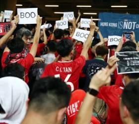<!HS>월드컵<!HE> 예선전 찾은 홍콩 축구팬, 중국 국가 울리자 등 돌렸다