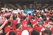 [한 컷] 축구장에서 등 돌린 홍콩시민