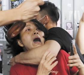 <!HS>홍콩<!HE> 친중·반중 <!HS>시위<!HE>대<!HS>,<!HE> 깃봉·우산으로 서로 폭행···25명 부상