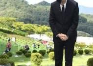 """석동현 """"추석때 김홍영 묘소 참배···조국스러운 언론플레이"""""""