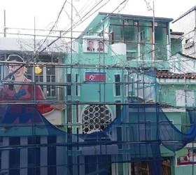 홍대 '북한 콘셉트' 주점, 인공기·<!HS>김일성<!HE> 부자 초상화 자진철거