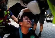 [서소문사진관]벽돌·화염병 던지자 최루탄·물대포로 맞대응…홍콩 또 격렬 충돌