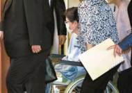 박근혜, 수감 900일만에 바깥 생활…어깨수술 위해 입원