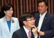"""김상조 """"韓경제 역동성 떨어져…4년전 삼성, 엄살 아니었다"""""""