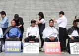 """오늘만 한국당 의원 5명 삭발···당내선 """"공천용 삭발 릴레이"""""""
