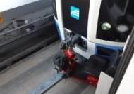 [착한뉴스]전동휠체어 탄 70대 지하철 선로로 추락…열차 도착 1분 전 극적 구조