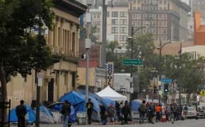 """트럼프, 노숙자 향해 """"역겨우니 쓸어버려""""…캘리포니아 '부글부글'"""