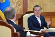 文지지율 43.8% 취임후 최저···한국당 삭발투쟁은 반대 52%