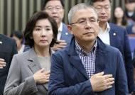 """黃 """"조국, 기득권 지키는 독버섯…文정권 추하게 일그러져 있다"""""""