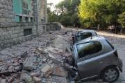 떨어진 벽돌에 절반 사라진 자동차...알바니아 5.8 강진 68명 부상