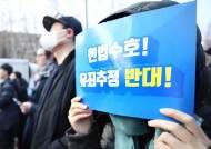 """CNN """"한국의 젊은 남자들, 페미니즘과 싸우고 있다"""""""