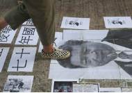 [서소문사진관] 홍콩 우산혁명 5주년, 시진핑 · 마오쩌둥 사진 밟고 공산당기 태우고