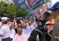 서초동 집회 열린 날…광화문선 시민 200명 '조국 구속' 삭발식