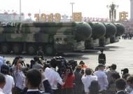 中,건국 70주년 사상최대 열병식…미국 보란듯이 신형 무기 과시