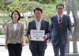 교육부, 교과서 불법 수정 직원 '경징계' 요구…제 식구 감싸기 논란