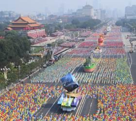 신중국 70주년 <!HS>열병식<!HE> 등장한 다양한 퍼레이드 차량의 정체는?
