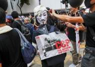 """SCMP """"홍콩 캐리 람, '긴급법' 발동해 복면금지법 시행한다"""""""