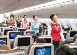대한항공 기내복도, 런웨이된 이유…국제선 운항 50년,승무원 '유니폼 패션쇼'