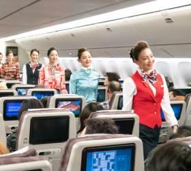<!HS>대한항공<!HE> 기내복도, 런웨이된 이유…국제선 운항 50년,승무원 '유니폼 패션쇼'