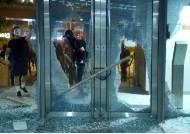 '복면금지법' 발표날···또 홍콩경찰 총에 14살 소년이 맞았다