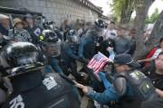 '청와대 앞 폭력시위' 탈북민단체 2명 구속영장  신청